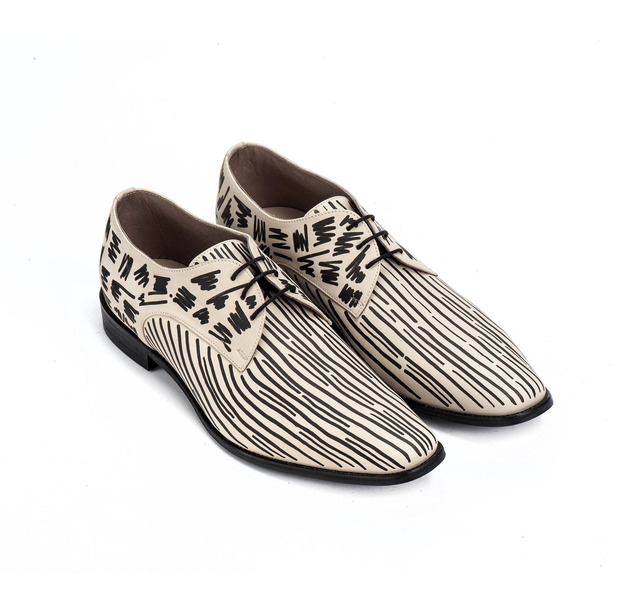 מותג הנעליים ארמה - אוקספורד שחור לבן. צילום: אליה מלינקוב
