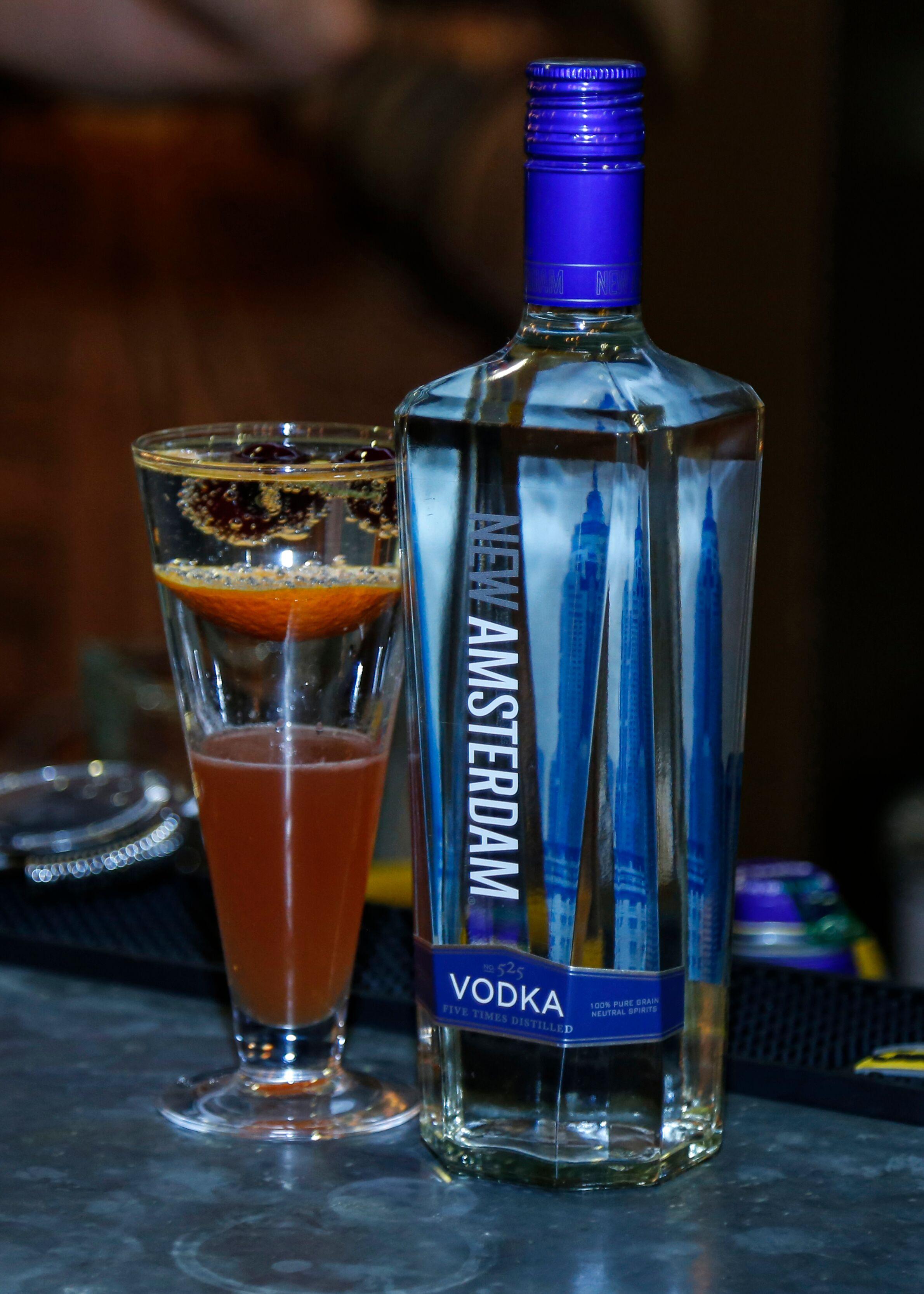 זמן אמיתי חוגג שלושים ששות פעילות - בתמונה- בקבוק אלכוהולי כחול