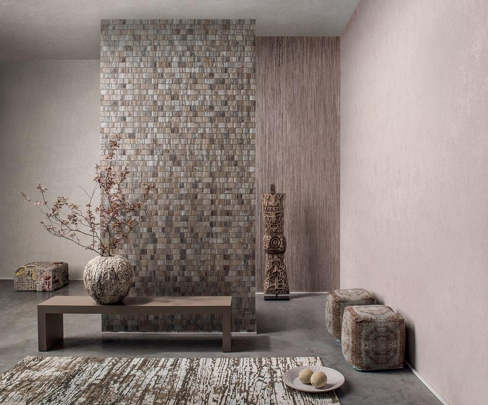 גולדשטיין גלרי טפט, קיר קדמי- טפט עשוי קליפות עץ בננה ושורש פרחי נופר, קיר אחורי-טפט רפיה, צילום יחצ חול