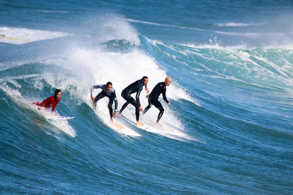 תערוכה תופסי הגלים. חוף הקשתות אשדוד- צילום מאור בן חמו
