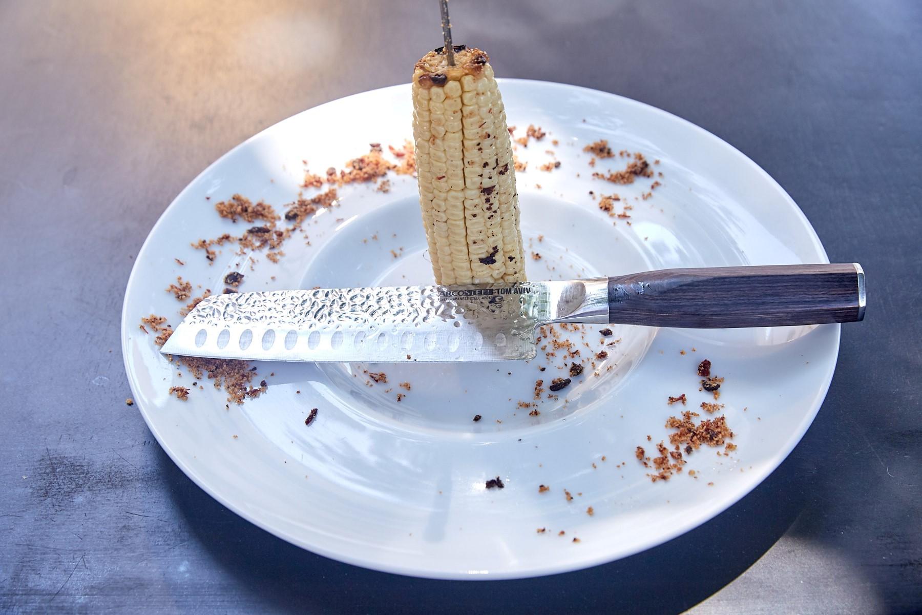 שווארמה תירס לבן עם שומן ואגר. לחיתוך עם  סכין 17 סמ מסדרת סכיני השף של ארקוסטיל בשיתוף טום אביב. צילום שוקה כהן
