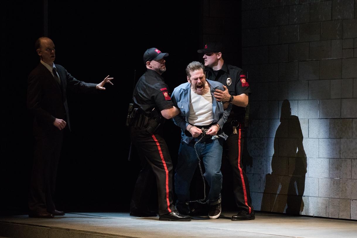 גבר מת המלך אופרה