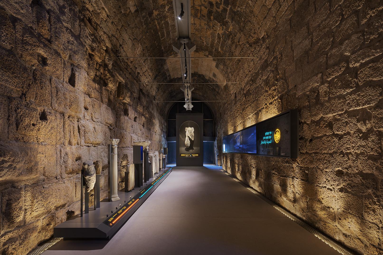מרכז המבקרים קמרונות נמל קיסריה 4 צילום אסף פינצ'וק