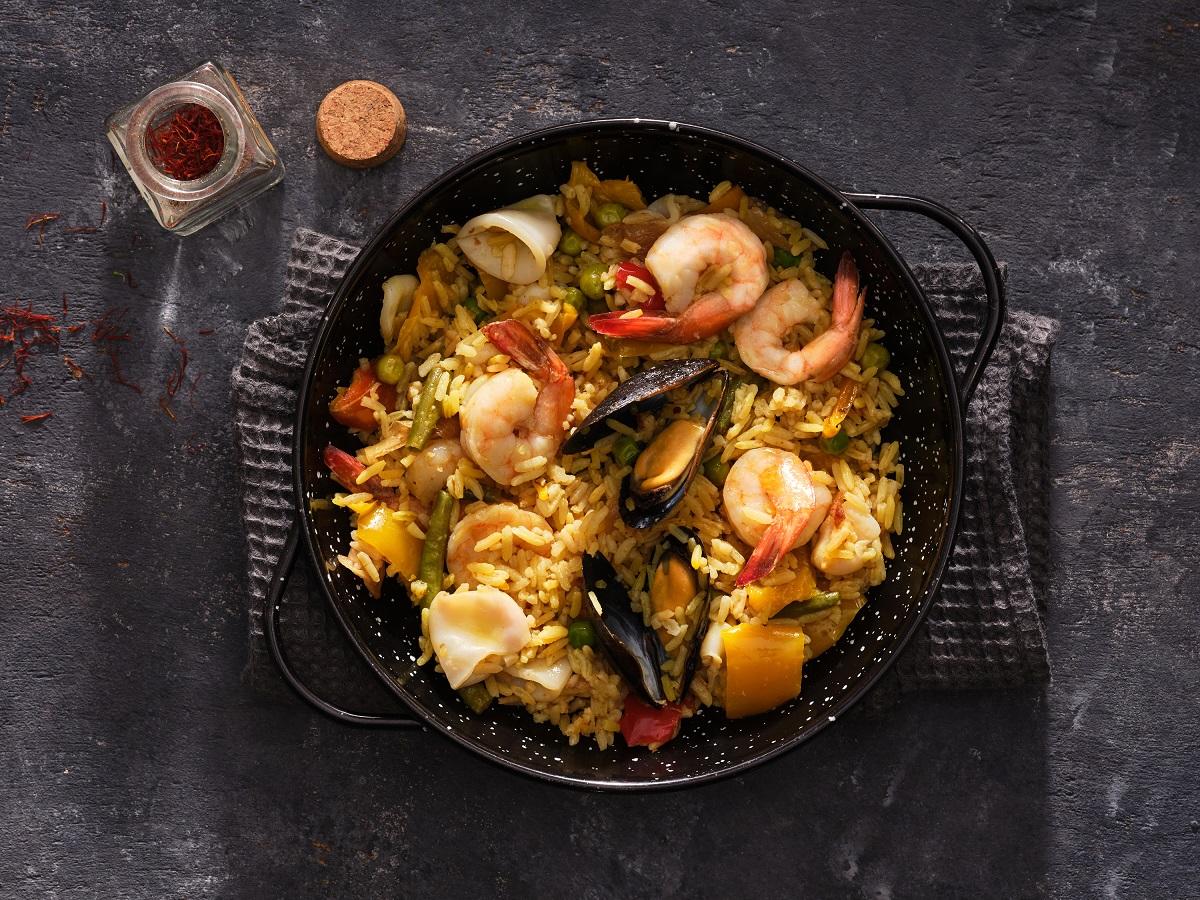 לה-בוקריה - פאייה קלאסית של אורז ופירות ים, ירקות-העונה, זעפרן וציר-דגים מיוחד
