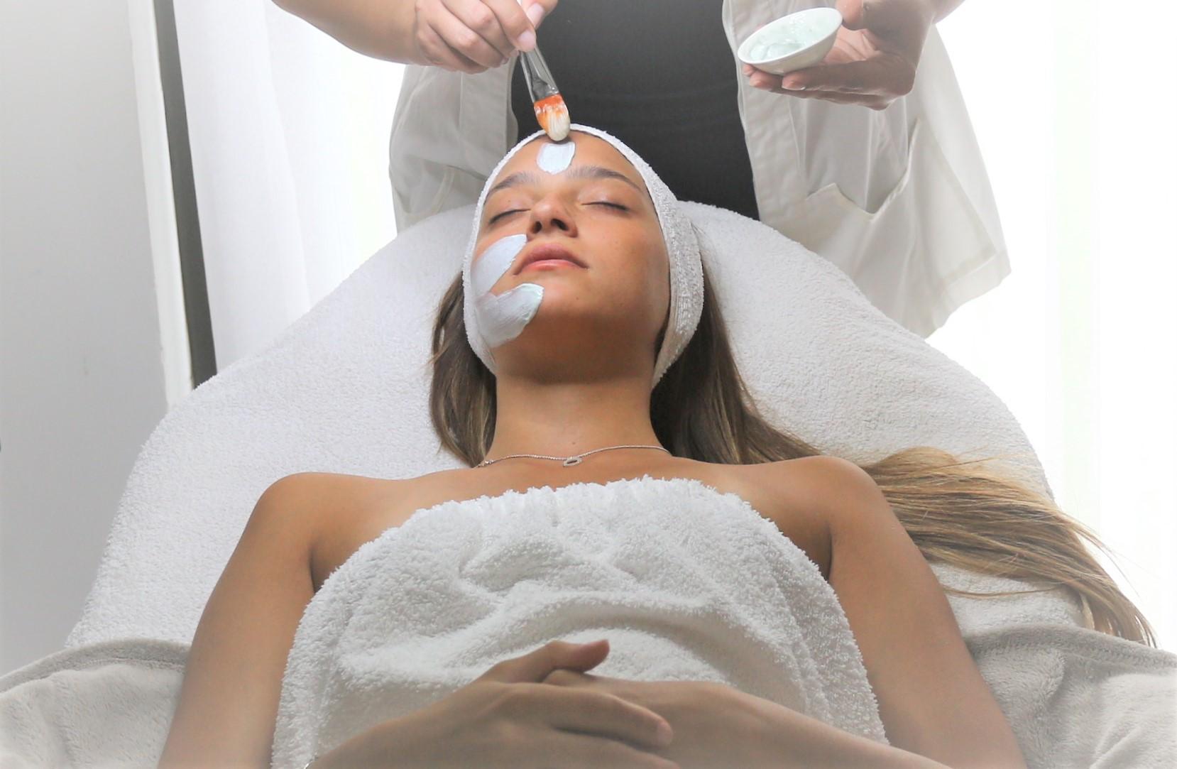 """טיפול פנים בהרמון היופי - קליניקה לקוסמטיקה רפואית. צילום: יח""""צ"""