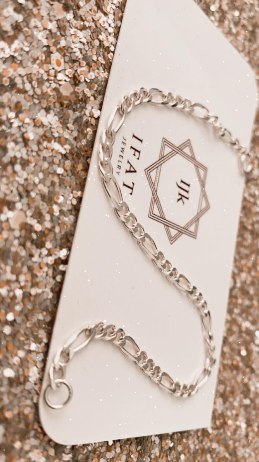 צמיד כסף 925 מבית Ifat Jewelry. צילום: רוני שקדי