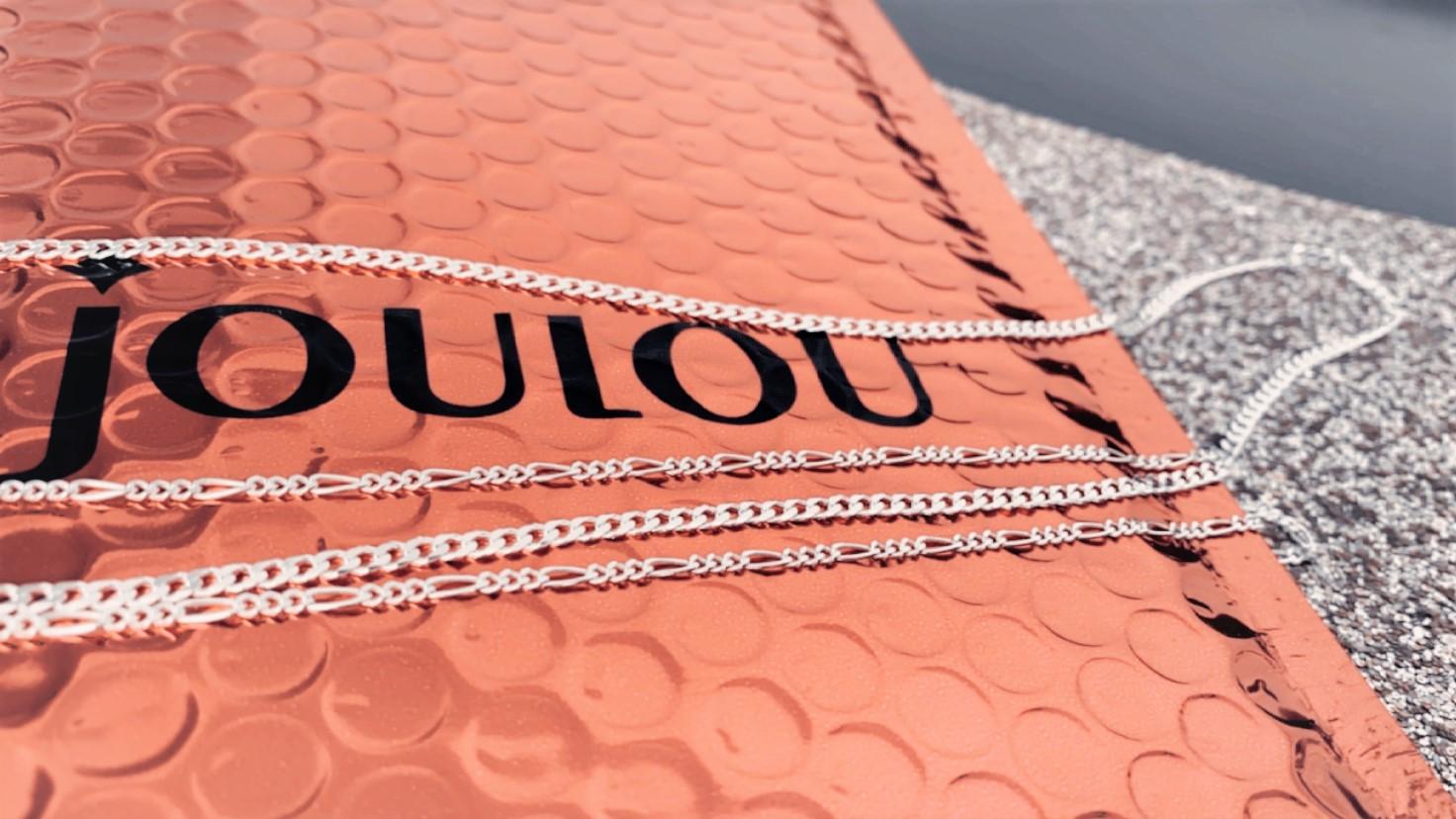 זוג שרשראות כסף 925מבית JouLou. צילום: רוני שקדי