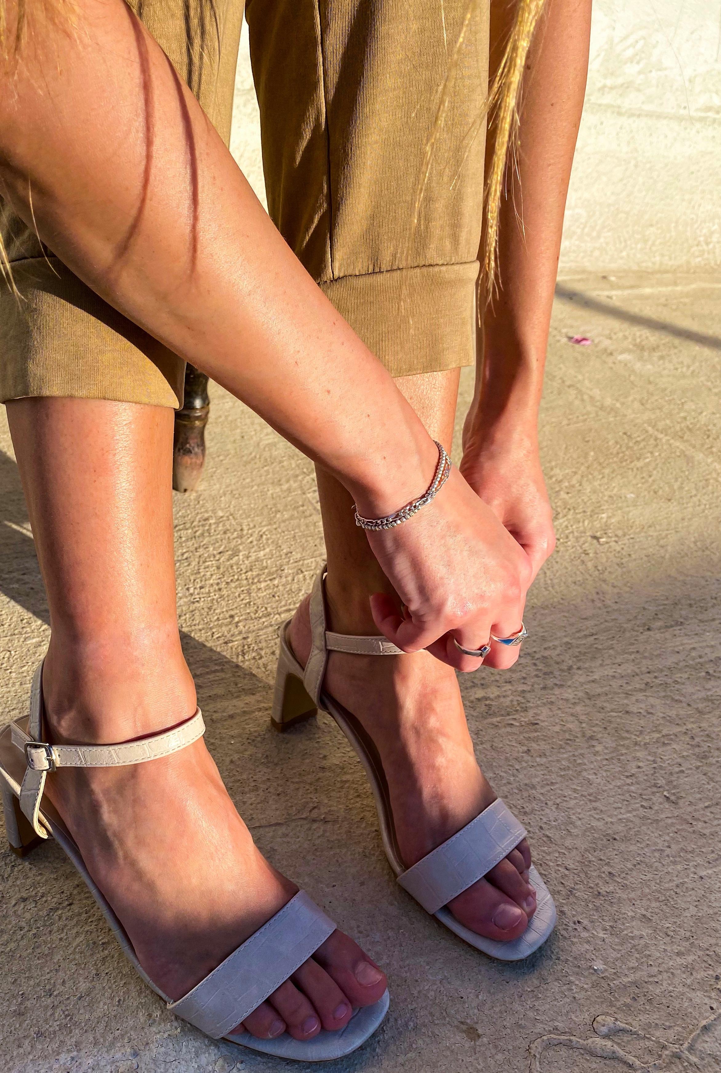 הנעליים של Lolly Brands. דוגמנית: רוני שקדי.צילום וסטיילינג: אוריה מוסטר