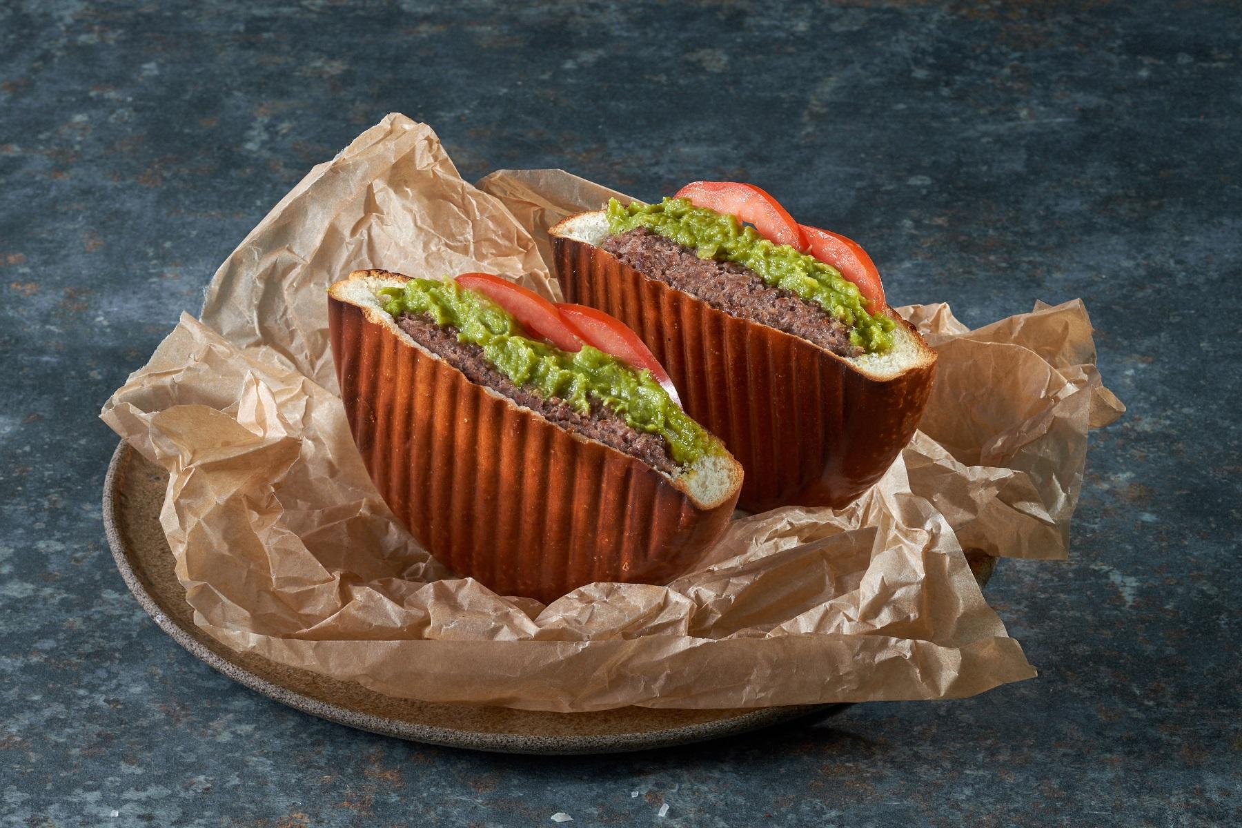 טוסטבורגר גוואקמולי עם ריבת צילי ועגבנייה_צילום אנטולי מיכאלו